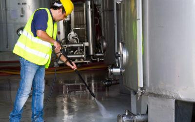 Tipos de limpieza industrial y maquinaria necesaria