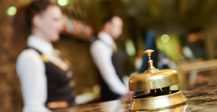 ¿Cuándo externalizar los servicios de tu hotel?